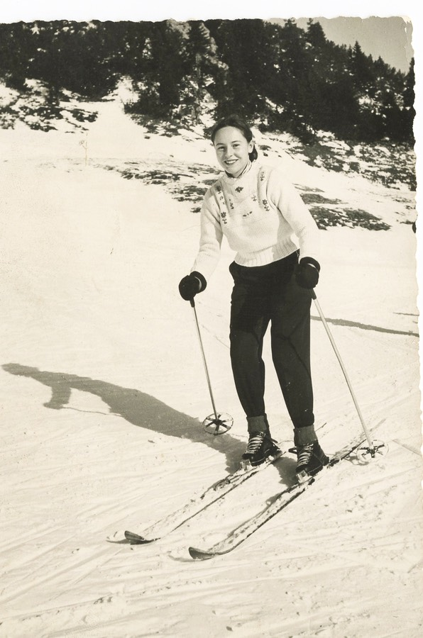 mom-skiing