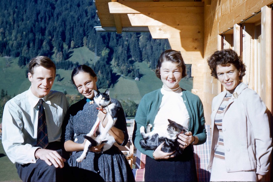 sm-1957-58_Europe Gstaad  VAE Joan WER Ann cropped